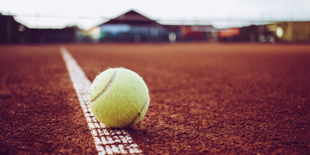different types of tennis courts