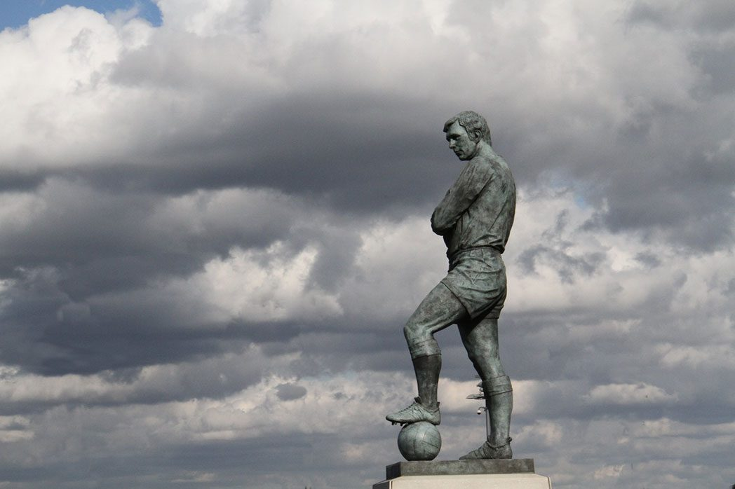 captain bobby moore statue